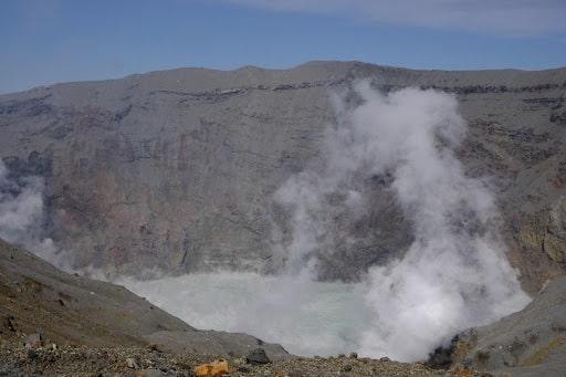 中岳の火口
